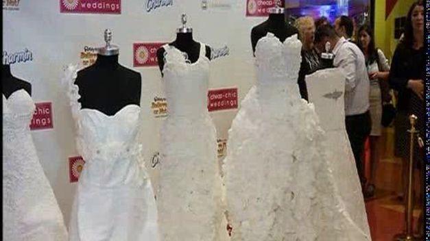 9. Hay una competencia en New York que premia con 2000 dólares a la persona que haga el mejor vestido de novia utilizando papel higiénico.