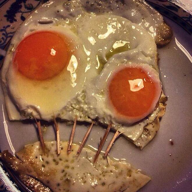 Estos huevos están sufriendo, necesito que alguien los saque de su miseria