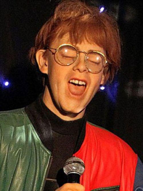 4. Elton John parece Austin Powers después de haber tenido sexo.