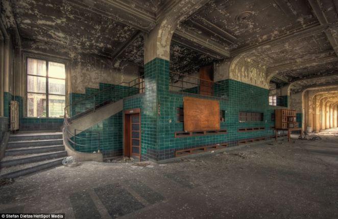 7. Solo con la imaginación se puede creer que alguna vez hubo gente subiendo y bajando por estas escaleras
