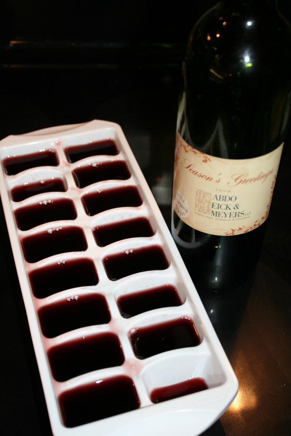 8. Hacé cubitos con el vino que te sobre, para usarlo mas tarde o para hacer salsas