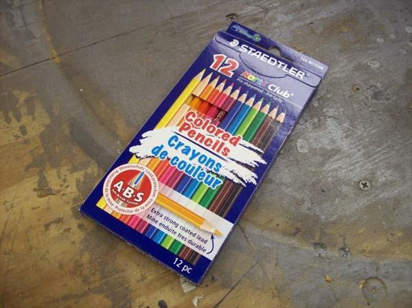 1. Conseguir una caja de lápices de colores.