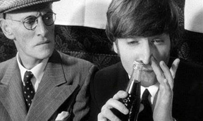 25. John Lennon aspirando