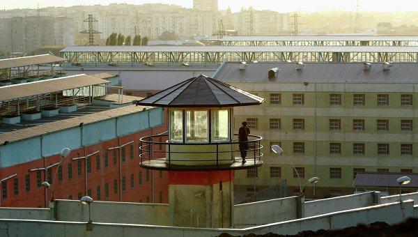 2. Cárcel de Gldani, Georgia: Su aspecto tétrico no es lo único malo de este lugar. En el 2002, se filtraron videos en los que los guardias de seguridad de la cárcel abusan de los internos y los torturan, por diversión.