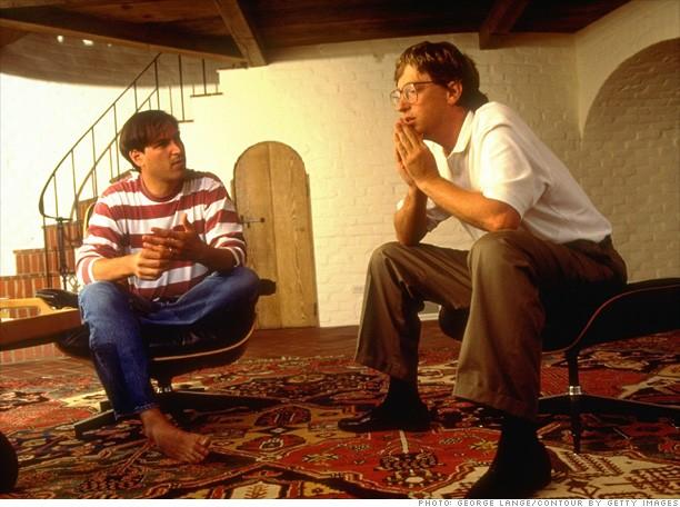 19. Steve Jobs y Bill Gates discutiendo sobre el futuro de la computación en 1991.