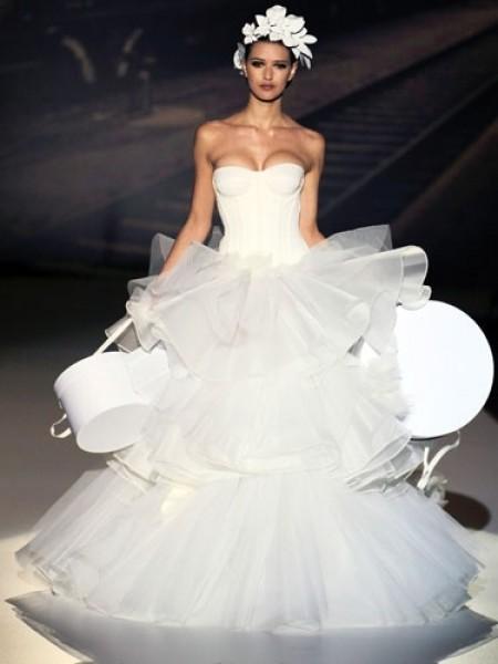 2. ¿En el apuro te olvidaste de sacar el vestido de su caja?