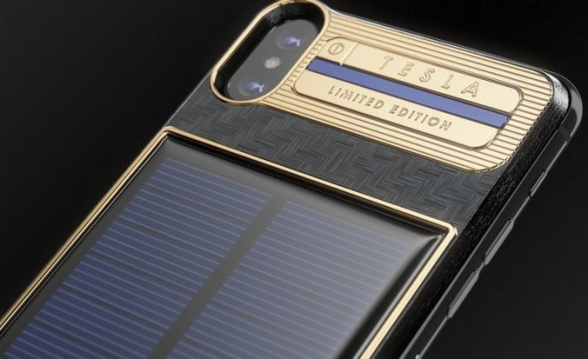 The Caviar iPhone X Tesla is equipped with a solar battery. The battery harnesses solar energy in order to charge up your phone.