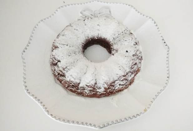 bolo de chocolate com dois ingredientes img