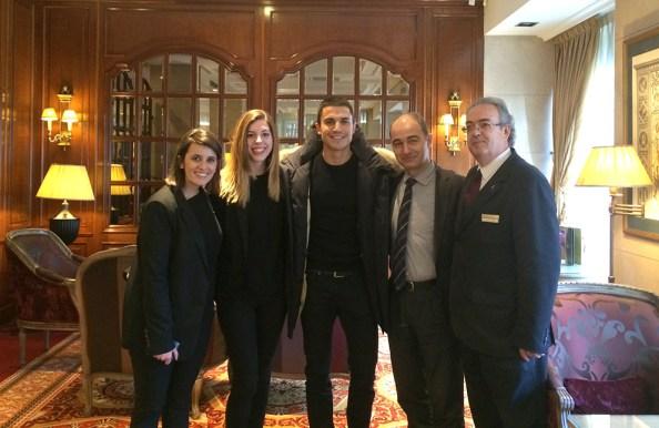 Alex Gonzalez e Hiba Abouk visitan el Hotel Emperador