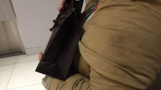 お財布を、こんな風に持ったことがありますか?