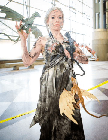 daenerys_and_hatchlings_new_york_comic_con_by_ravendarkcreations-d5hym6t
