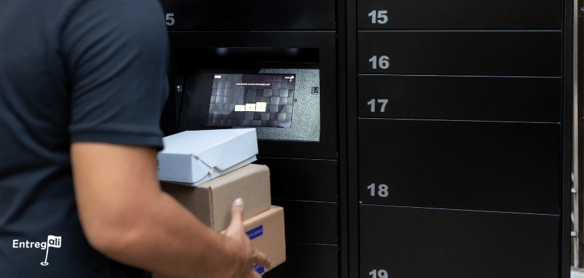 Recebimento de encomendas na caixa de correio inteligente no condomínio comercial