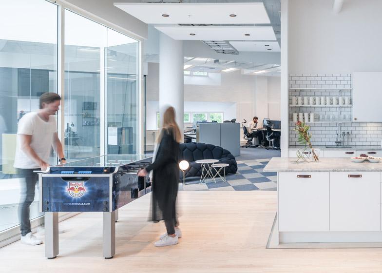 red bull office. Red-Bull-offices_pS-arkitektur-_dezeen_784_5 Red Bull Office A