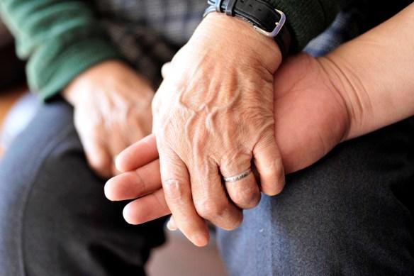 Las personas sin vínculo familiar pero interesadas, deberán demostrar el perjuicio sufrido.