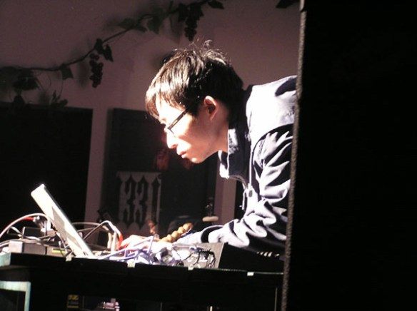 Wang Changcun at 2pi Festival 2005 (photo courtesy of Li Jianhong and Wei Wei)