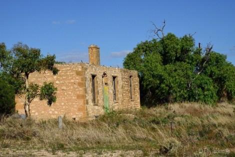 Farmhouse ruins near Big Bend Lookout, River Murray SA.