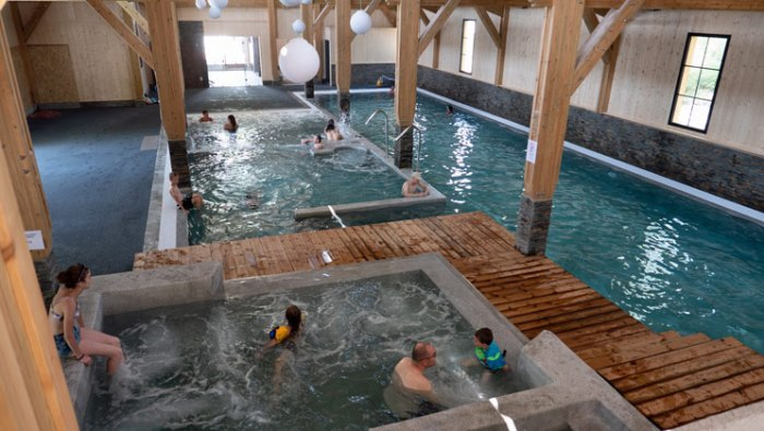 Nieuwe zwembad op camping Le Village Western