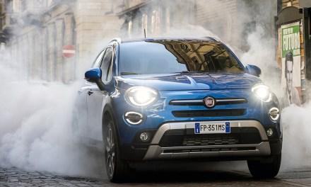 Fiat se inspira en «Regreso al Futuro» para la presentación del nuevo Fiat 500X