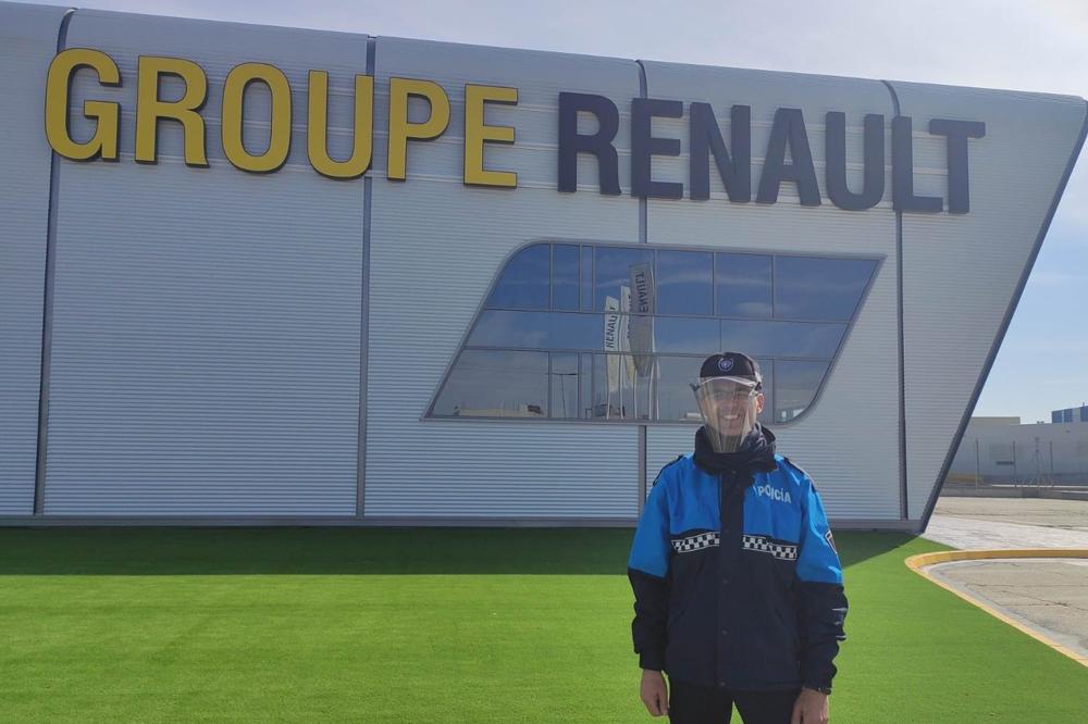 Renault fabrica pantallas para la policia