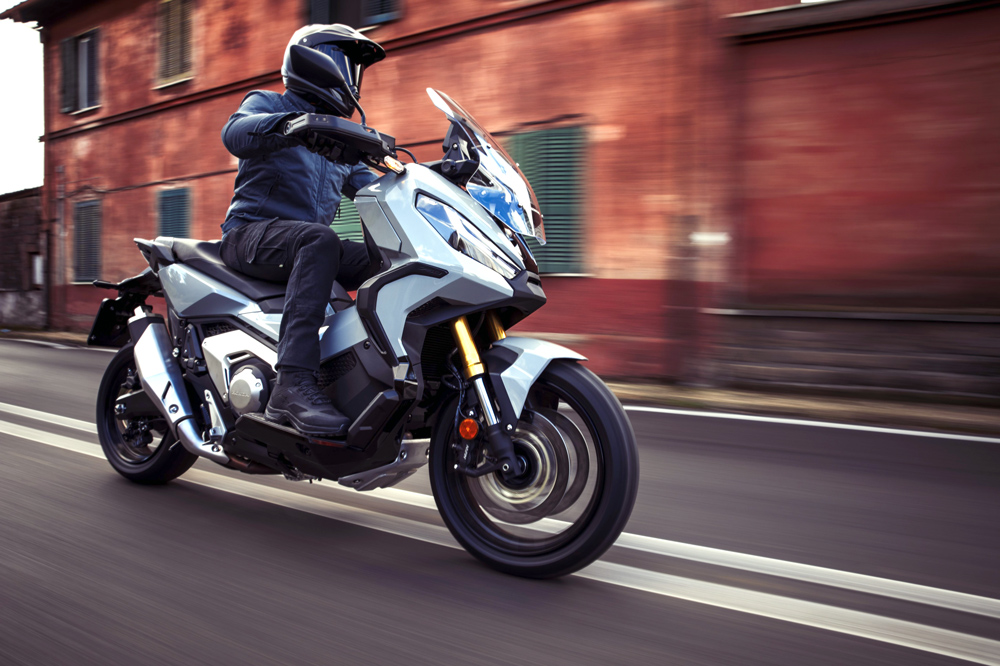 Las nuevos distintivos ambientales para motos llegarán en julio