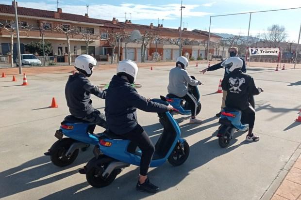 Cursos de conducción en institutos de Cataluña de NIU