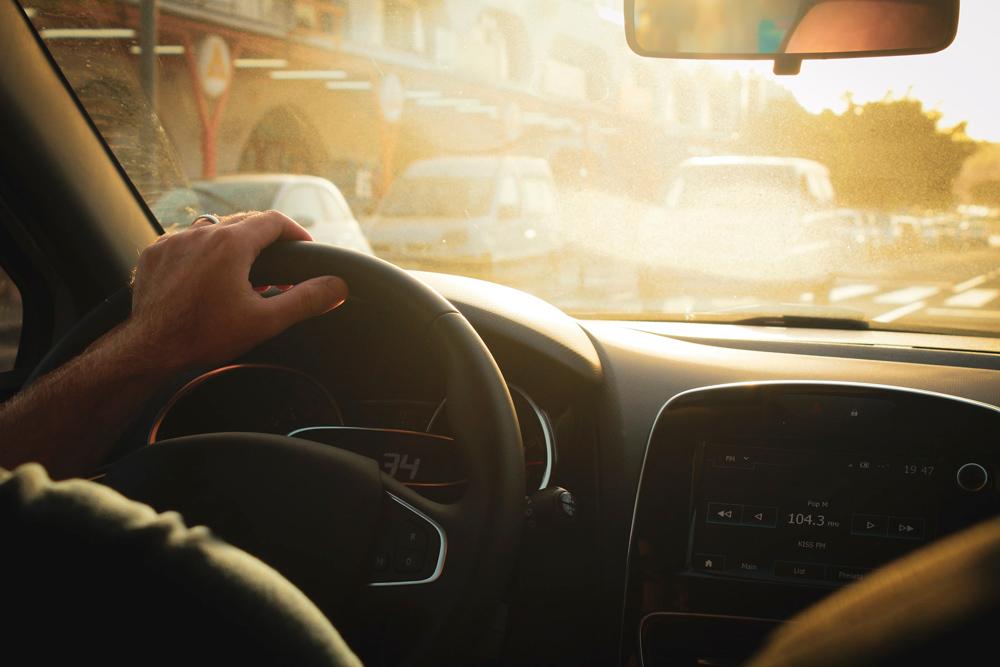 Trucos y consejos para cuidar el parabrisas de nuestro coche en verano