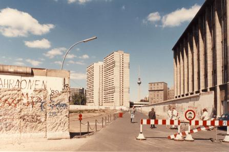 Photo Credits - Deutsche Welle, 1990. http://euscreen.eu/item.html?id=EUS_D0748D5186874A158690B9DFC9C90CA2