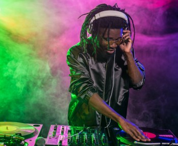 Find the best music dj for your party with Eventeus.com!