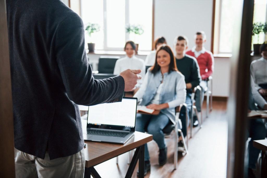 Hire a confidence coach with Eventeus.com1