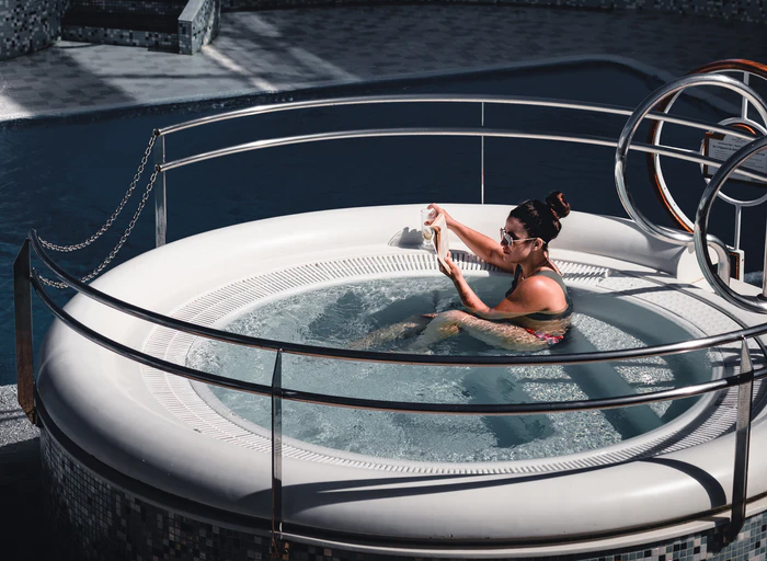 rounded-jacuzzi-in-lebanon