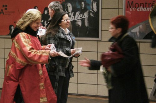 Lisette Lapointe, the PQ candidate in Crémazie riding, campaigns in the Sauvé metro station last week.