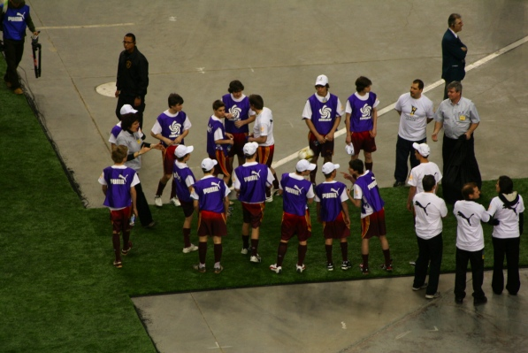 Ball kids (or whatever their title is) gather after the Impact game