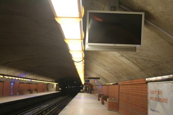 Blank MetroVision screens at Côte Vertu