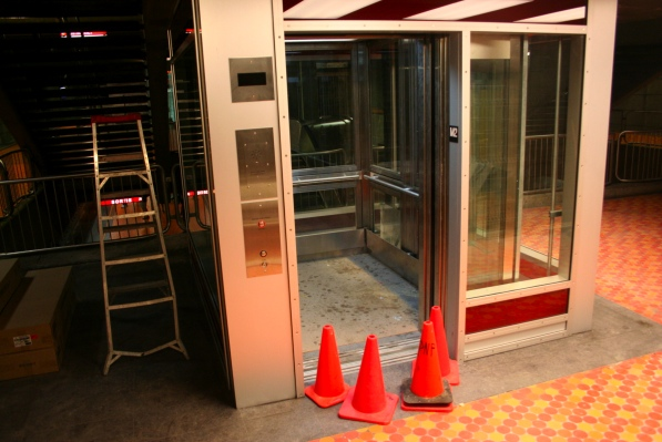 Elevator at Lionel-Groulx, ready for service
