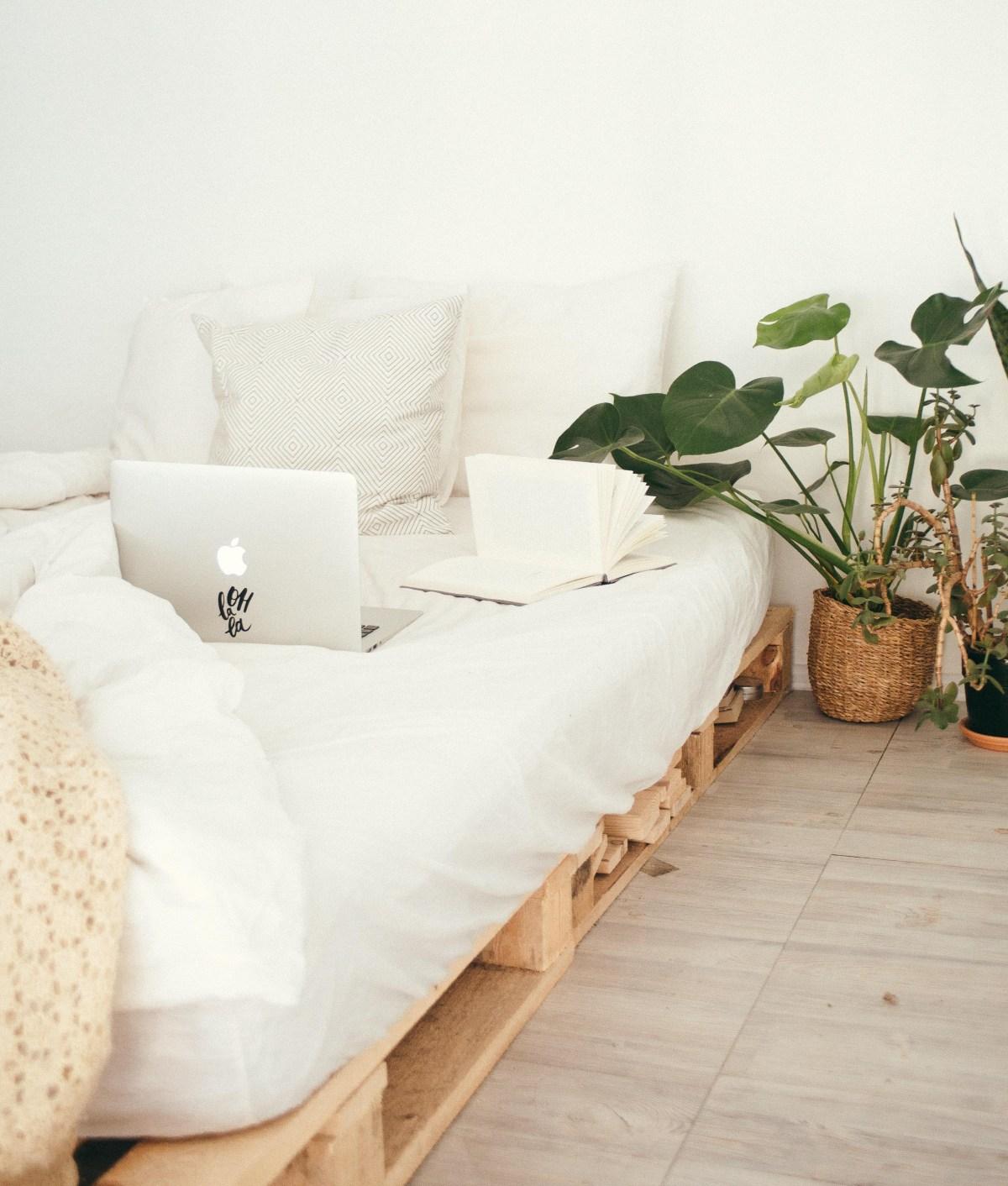 bed-bedroom-book-916337