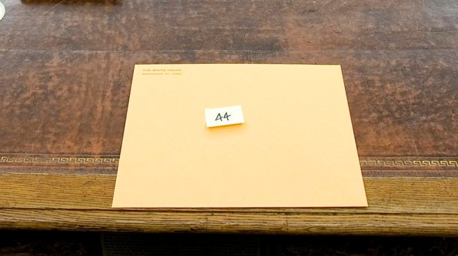 Presidential letter on Resolute desk