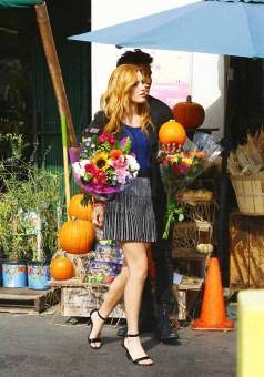 Bella Thorne Candies flowers (5)