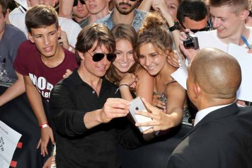 VIENNA, AUSTRIA - JULY 23: (EDITORS NOTE: This image has been digitally manipulated) Tom Cruise poses with fans during the world premiere of 'Mission: Impossible - Rogue Nation' at the Opera House (Wiener Staatsoper) on July 23, 2015 in Vienna, Austria. (Photo by Gisela Schober/Getty Images for Paramount Pictures International)