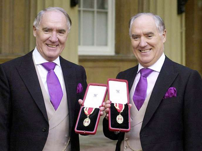 Sir David Barclay et son frère dont s'inspire la pièce Les Deux Frères et les Lions qu'ils veulent soumettre à la censure