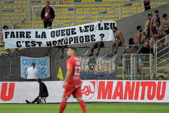 Homophobie au travail : Slogan homophobe dans un stade de football