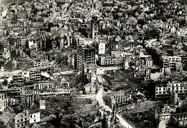 The Second World War — Consequences of the bombing of Duesseldorf