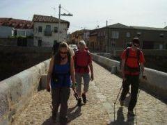 Überquerung der Brücke über den Rio Orbigo