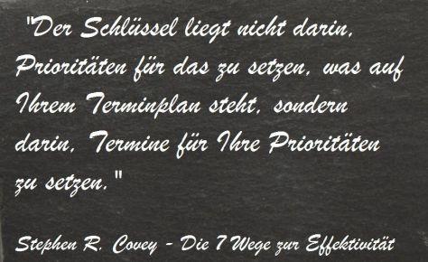 Der Schlüssel liegt nicht darin, Prioritäten für das zu setzen, was auf Ihrem Terminplan steht, sondern darin, Termine für Ihre Prioritäten zu setzen - Stephen R. Covey