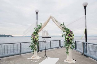 10Flora-Nova-Design-elegant-seattle-aquarium-wedding