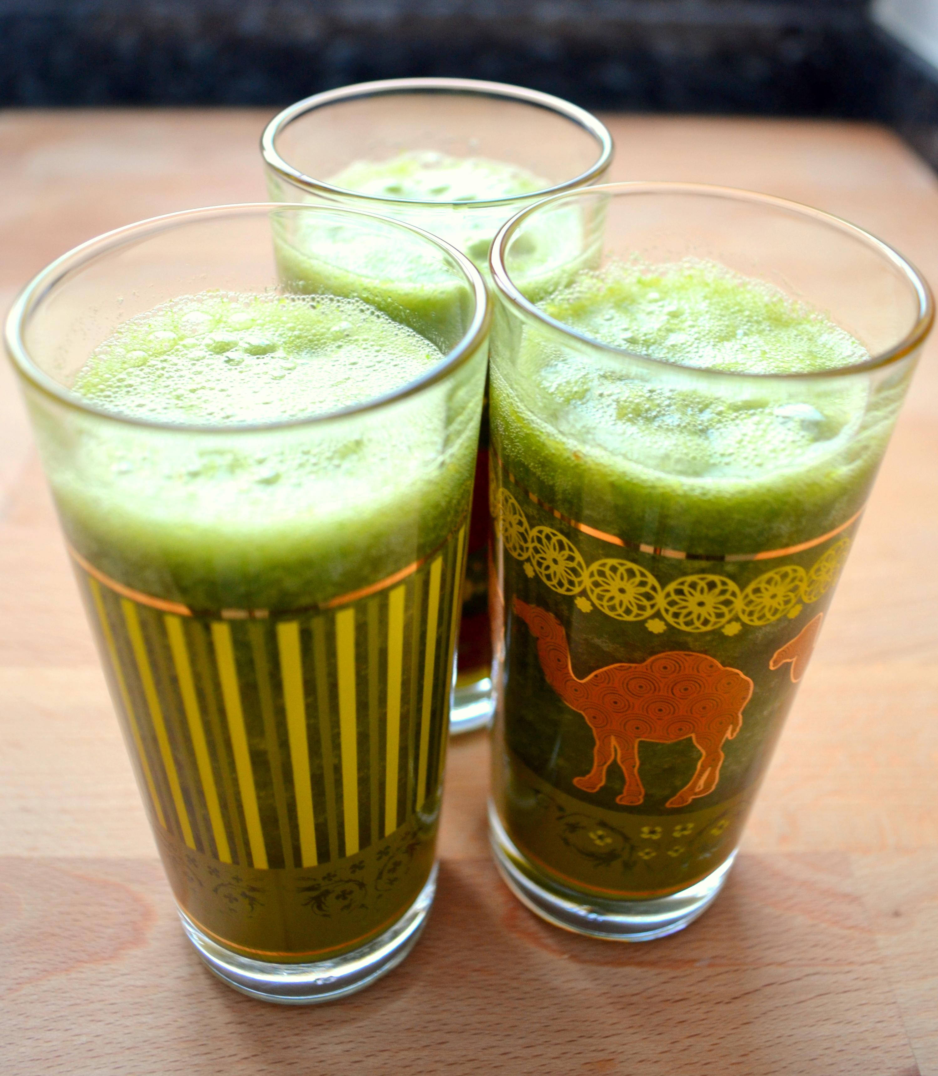 Grüner Lieblings-Smoothie mit Gerstengras