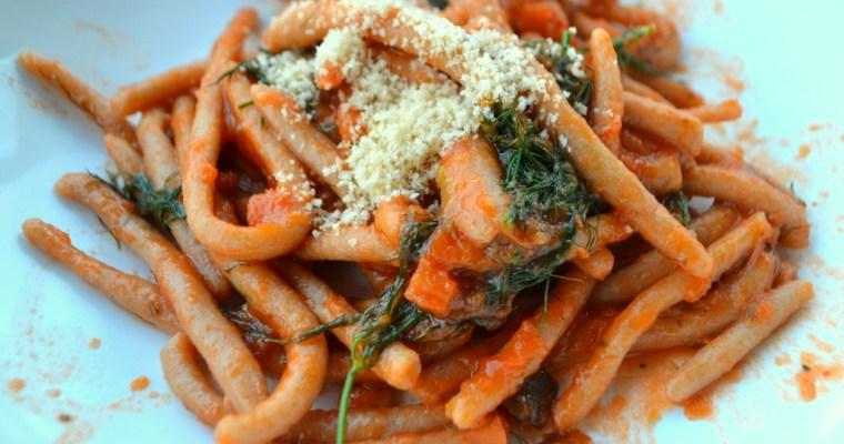 Toskanische Pici aus Senatore Cappelli Hartweizengriess (hausgemachte Pasta)
