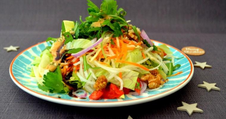 Winter-Salat mit köstlichem Cashewnuss-Dressing