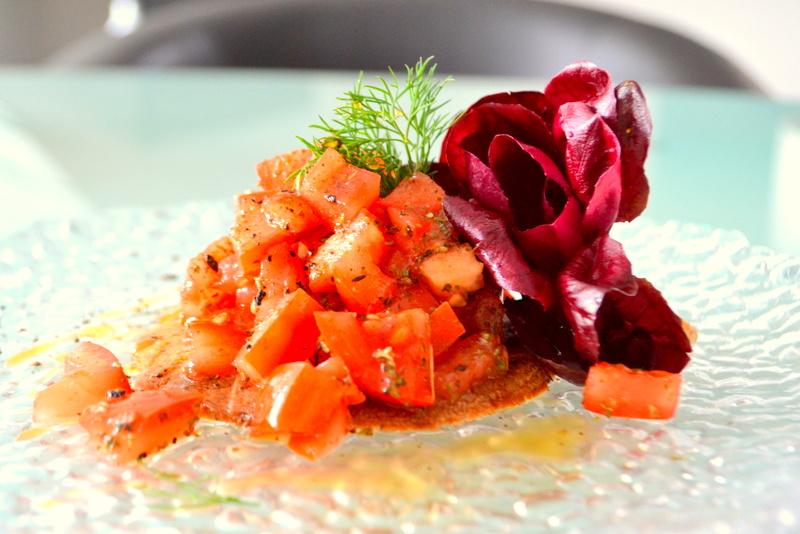 Gerstenfladenbrot mit Tomatensalat – Schwarze Gerste aus pfluglosem Mischfruchtanbau
