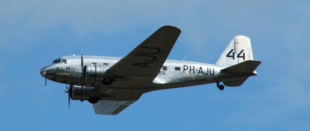 A DC-3 landing in Hong Kong - DC-3