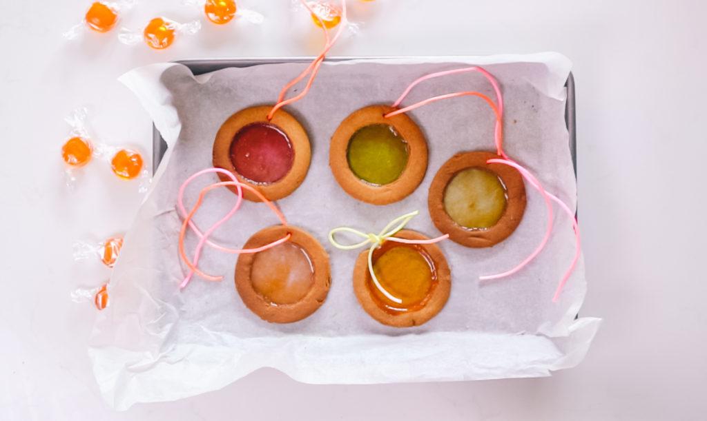Biscuits vitraux pour décorer sapin